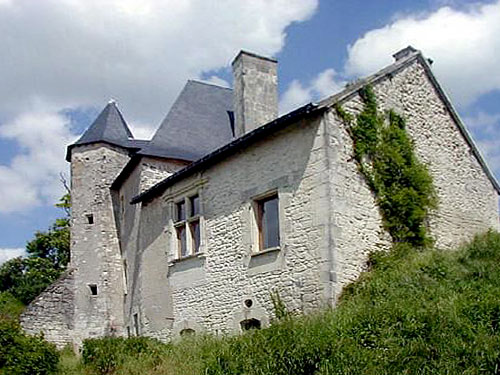 Medieval château for sale in the Loire Valley, France - For sale at 600,000 Euros. Ref 171153004