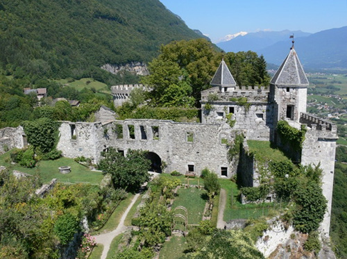 The Fortress of Miolans (Château de Miolans), St-Pierre Albigny, Savoy, France - For sale at € 3,000,000 - www.castlesandmanorhouses.com