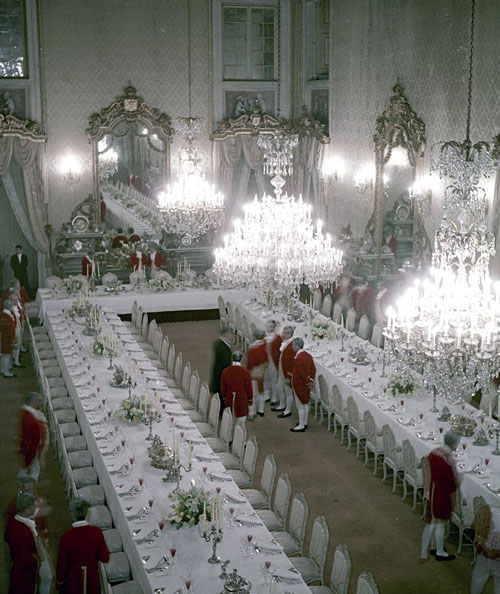 Preparations, state banquet in honor of Elizabeth II, 1957 - www.castlesandmanorhouses.com