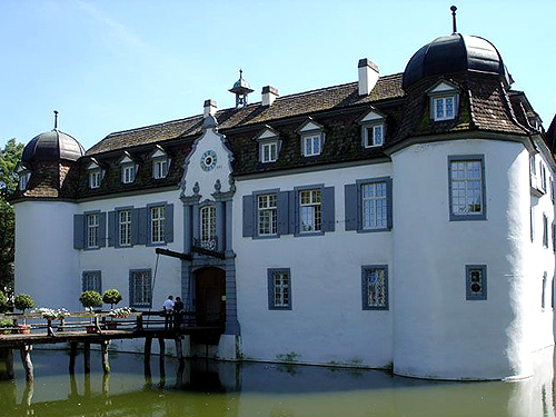 Schloss Bottmingen, Schlossgasse, 4103 Bottmingen, Basel-Land Switzerland - www.castlesandmanorhouses.com
