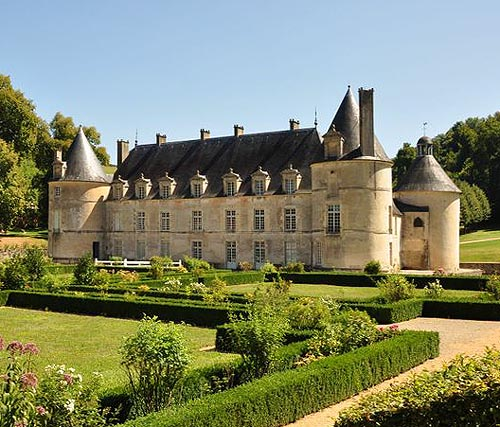 Castle of Bussy Rabutin, Bussy-le-Grand, Côte-d'Or department, Bourgogne, France - www.castlesandmanorhouses.com