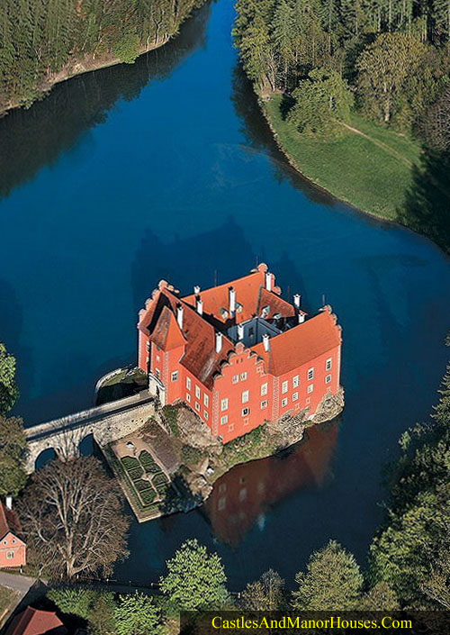Cervená Lhota, 20 km north-west of Jindrichuv Hradec, south Bohemia, Czech Republic - www.castlesandmanorhouses.com