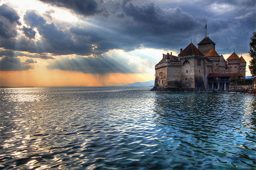Château de Chillon, on the shore of Lake Geneva, Commune of Veytaux, Near Montreux, Switzerland. - www.castlesandmanorhouses.com