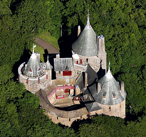 The Red Castle (Castell Coch), Cardiff, Wales - www.castlesandmanorhouses.com