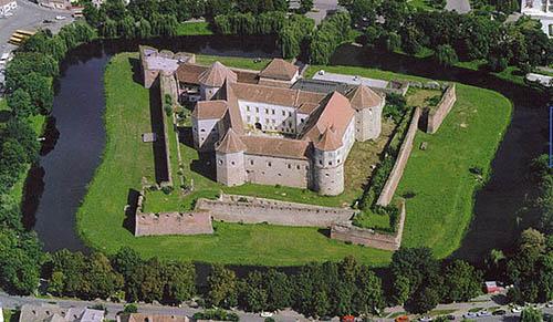 Fagaras Castle, Fagaras, Brazov County, Romania - www.castlesandmanorhouses.com