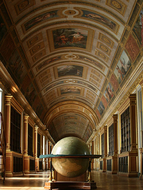 Library at the Château de Fontainebleau, France - www.castlesandmanorhouses.com