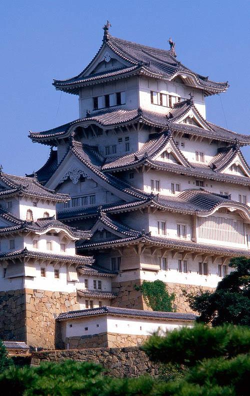 Photographs of japanese castles himeji castle a hilltop japanese castle complex in himeji in hyogo prefecture japan publicscrutiny Images