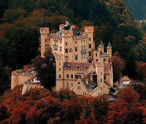 Schloss Hohenschwangau (Hohenschwangau Castle), Hohenschwangau, near the town of Füssen, part of the county of Ostallgäu in southwestern Bavaria, Germany. - www.castlesandmanorhouses.com