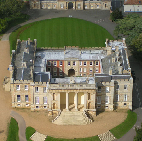 Kimbolton Castle, Kimbolton, Huntingdonshire district  of Cambridgeshire, Engtland - www.castlesandmanorhouses.com