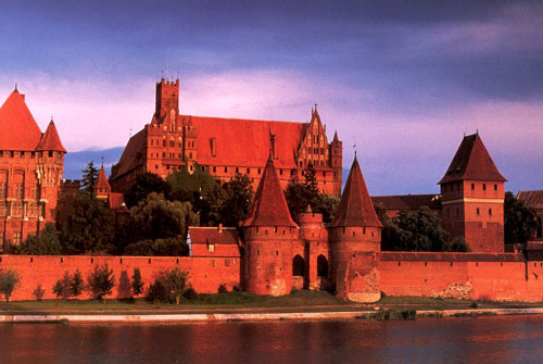 Castle of the Teutonic Order in Malbork, Marienburg (Mary's Castle), Poland - www.castlesandmanorhouses.com