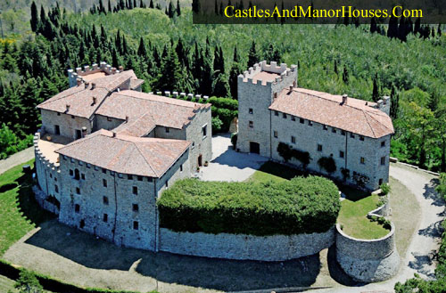 Castello di Montegiove, between the old city-states Orvieto and Perugia, Italy - www.castlesandmanorhouses.com