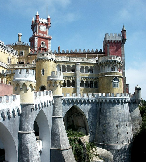 Photographs of castles and manor houses around the world for Mansions around the world