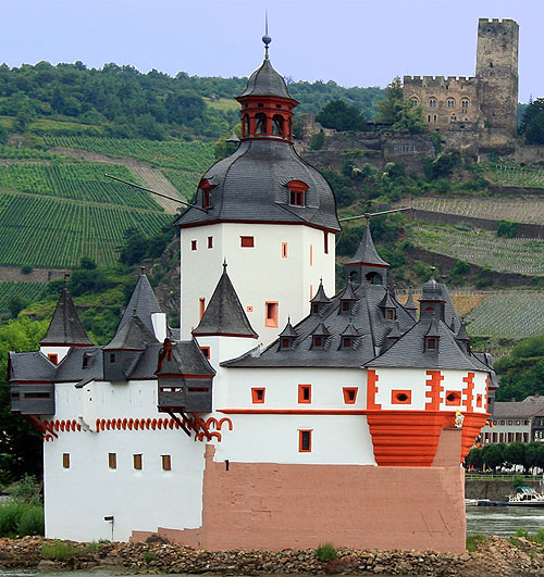 Burg Pfalzgrafenstein (Pfalzgrafenstein Castle), Falkenau island, in the Rhine river, near Kaub, Germany. - www.castlesandmanorhouses.com
