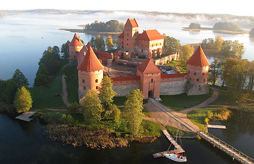 Traku salos pilis (Trakai Island Castle) in Trakai, Lithuania on an island in Lake Galve. - www.castlesandmanorhouses.com