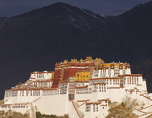 The Potala Palace in Lhasa, Tibet - www.castlesandmanorhouses.com