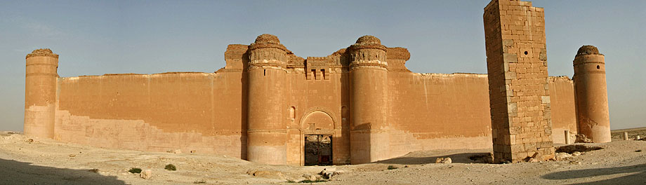 Qasr al-Hayr al-Sharqiin the middle of the Syrian Desert. - www.castlesandmanorhouses.com