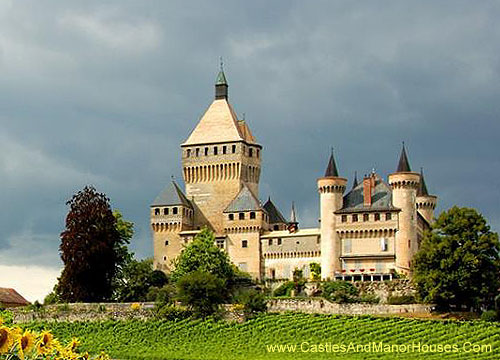 Photographs of castles and manor houses around the world for Chateau novella