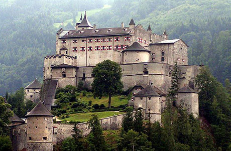 Types and history of castles castles around the world for Types of houses in italy